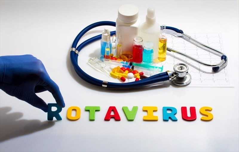 the causes symptoms and treatment of rotavirus About signs and symptoms of rotavirus: the symptom information on this page attempts to provide a list of some possible signs and symptoms of rotavirus this signs and symptoms information for rotavirus has been gathered from various sources, may not be fully accurate, and may not be the full list of rotavirus signs or rotavirus symptoms.